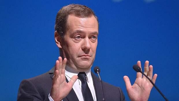 За интенсивный труд. Медведев пообещал наградить всех депутатов Госдумы