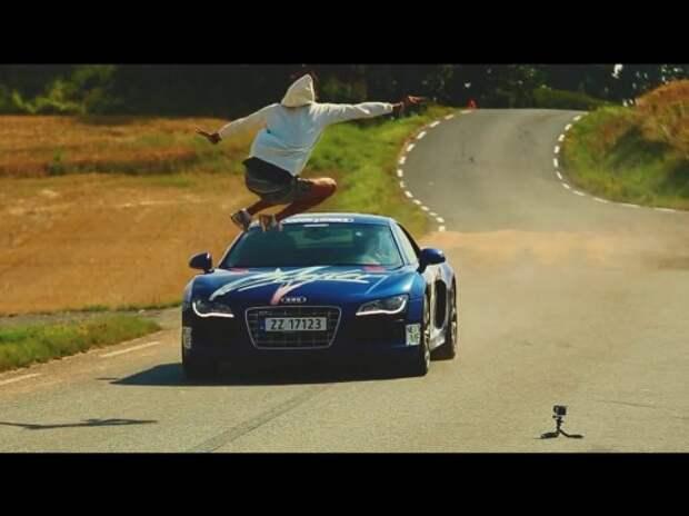 Человек перепрыгнул автомобиль, находящийся в движении (ВИДЕО)