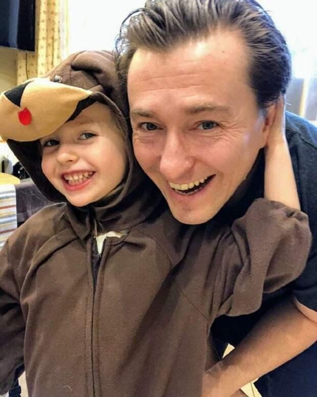 Сергей Безруков с красавицей женой на новых фото, приятно удивили поклонников