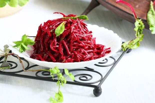 Салат из сырой свеклы — подборка лучших рецептов