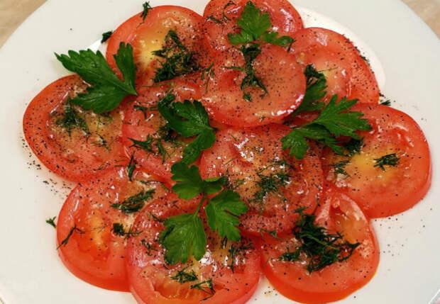 Острые помидоры вместо салата: готовим 10 минут, а съедают еще быстрее
