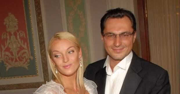«Чмо и кошелка живут на мои деньги»: Анастасия Волочкова накинулась на Елену Николаеву и Игоря Вдовина