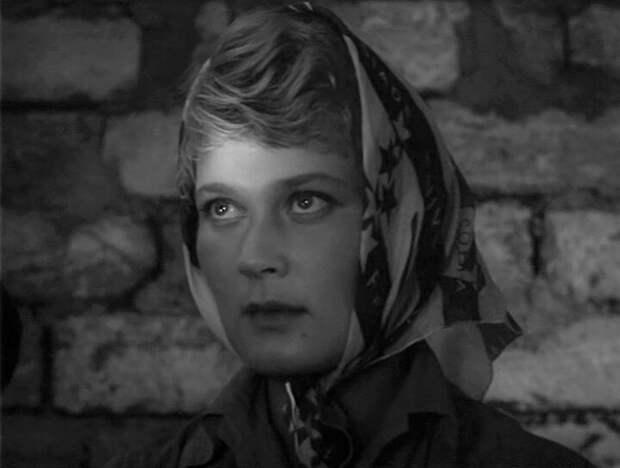 """Люсьен из фильма """"Калина красная"""" скончалась в психиатрической больнице"""