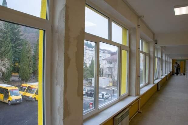 Гендиректор крупного южнобережного отеля поможет достроить школу в Гаспре после погрома