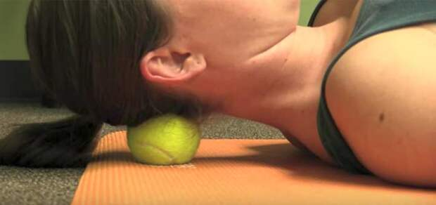 10 болей в теле, от которых может избавить обычный теннисный мяч