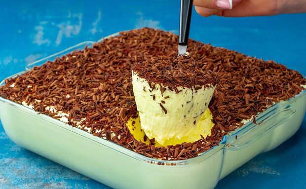 Смешали домашний крем и взбитые сливки: десерту нужно просто охладиться и можно подавать