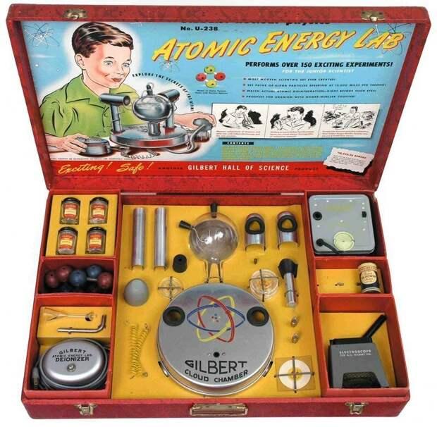 В 50-х годах в США можно было купить «набор юного учёного», в который, в числе прочего, входили образцы радиоактивных элементов. аэс, интересное, радиация, теперь ты знаешь больше, уран, факты