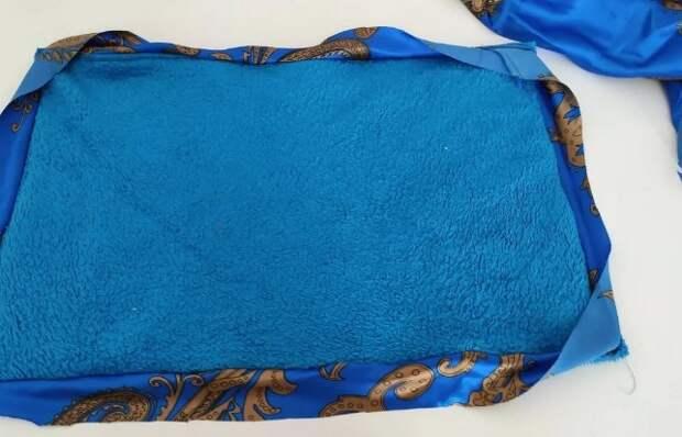 Старый махровый халат не выкинула, а пустила в дело.  Посмотрите, какая красота для ванной из него получилась