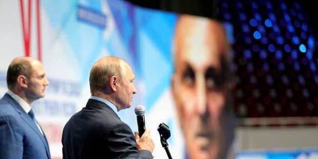 Путин лично наградил победителей турнира по дзюдо.
