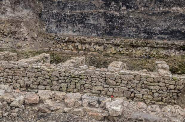Какие находки нашли археологи на мысе Хрустальном в Севастополе
