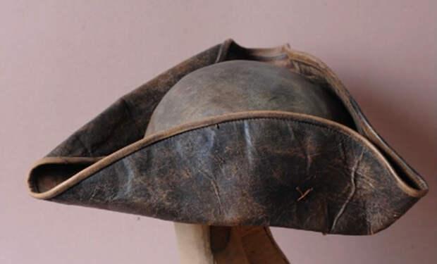 Как появились треугольные шляпы, которые все знают по фильмам