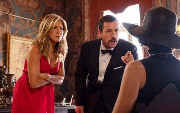«Загадочное убийство» с Энистон и Сэндлером стало самым популярным релизом Netflix