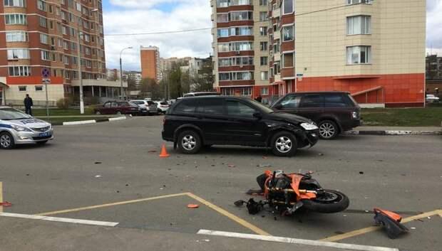 Мотоциклист пострадал при столкновении с автомобилем в Подольске