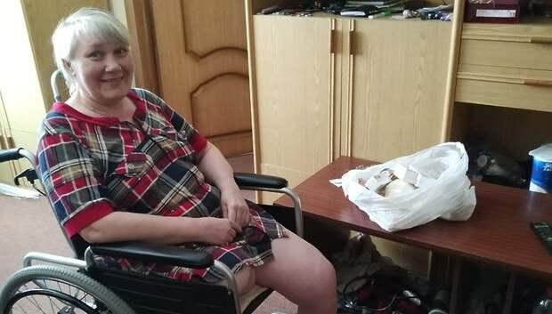 Подольские волонтеры передали лекарства жительнице Чехова, потерявшей ногу из‑за болезни
