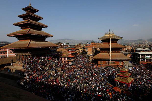 Российский турист уже два года не может выбраться из Непала