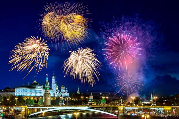 Новогодние фейерверки в Москве запустят с 11 площадок