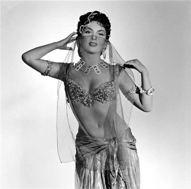 Секс-символ эпохи 50-ых Джина Лоллобриджида.
