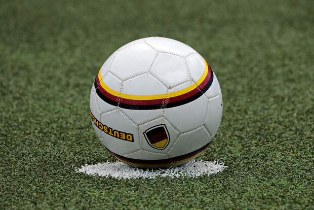Футбол, Подать Мяч, Центр, Шар, Спорт, Мяч Спортивный