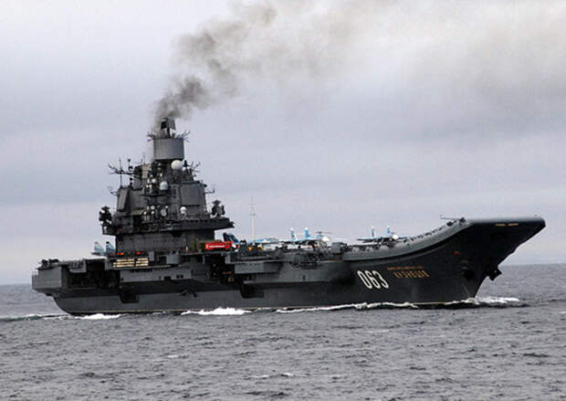 Чинить негде: СМИ узнали о срыве ремонта «Адмирала Кузнецова», на который упал кран