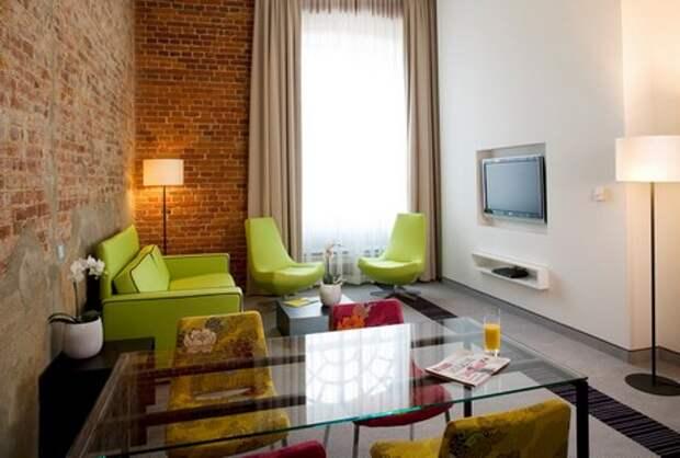 зеленая мягкая мебель в интерьере