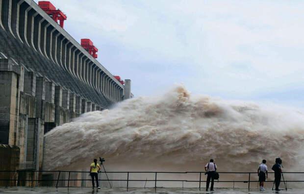 Контроль наводнений. | Фото: venividi.ru.