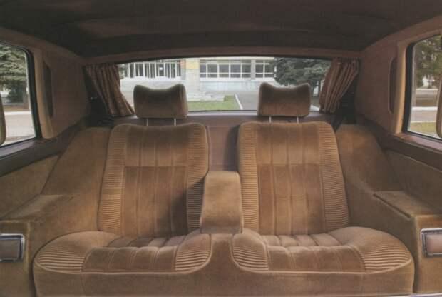 Задний диван в ГАЗ-14 «Чайка». | Фото: vstyleretro.ru.