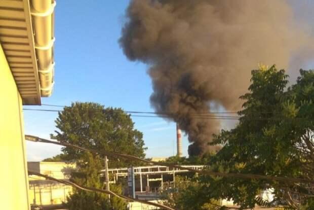 В Севастополе произошёл пожар в гаражном кооперативе (ВИДЕО)