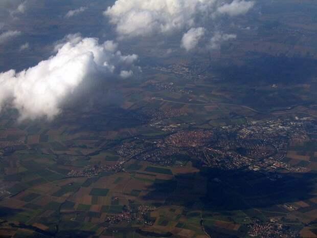 Круглый город в кратере от метеорита