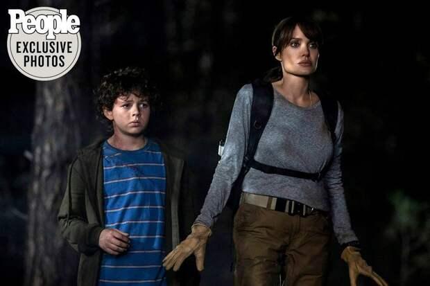 Анджелина Джоли борется с лесными пожарами в новом фильме: первые кадры