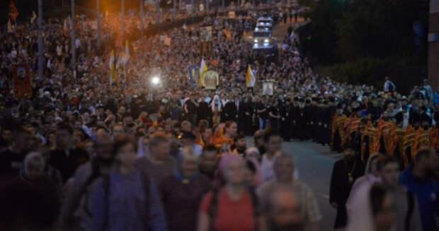 Как в Екатеринбурге прошел крестный ход, посвященный столетию убийства царской семьи