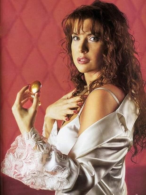 Соблазнительная актриса из 90-ых Вера Сотникова.