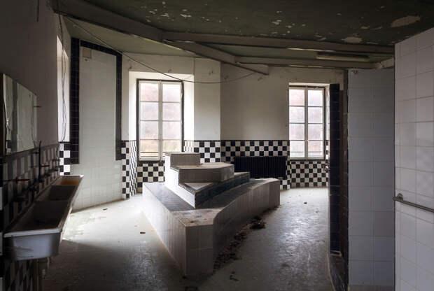 abandonedbathroom_2-59da2c7fead3f__880