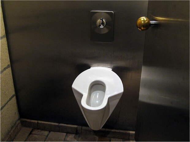 В Германии придумали, как уменьшить очереди в женские туалеты