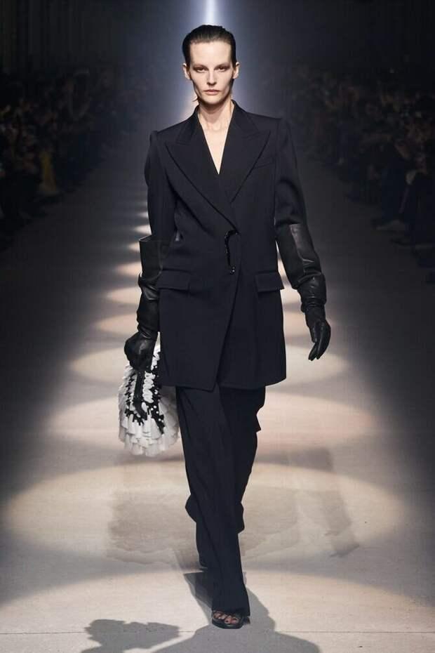 Высокие перчатки – отличное дополнение образа в холодный сезон
