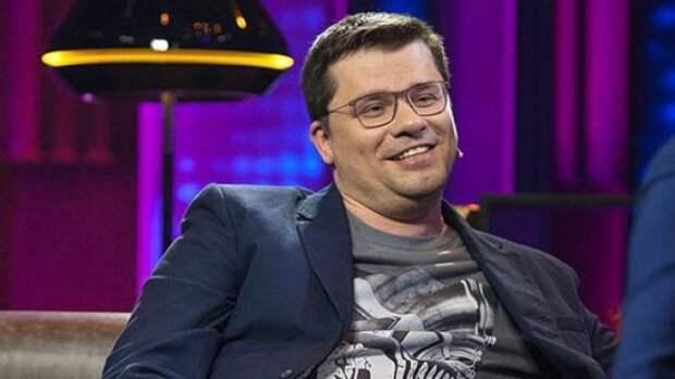 Седой и неопрятный Харламов посмеялся над «успехами» сборной России по футболу