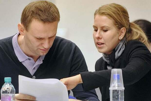 Эксперт назвал празднующих победу Навального и Соболь «дурнопахнущими»
