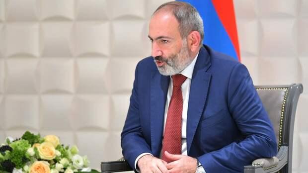 """Пашинян дождался отставки главы Генштаба: """"Считается уволенным"""""""