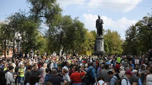 МВД: около 750 человек участвуют в незаконной акции в Москве