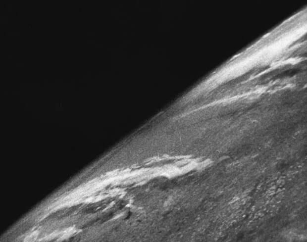 Конспирология, Сатурн, спутник