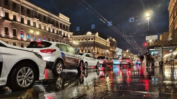Момент жуткой аварии в центре Петербурга попал на видео