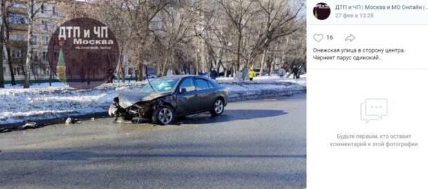 На Онежской иномарка попала в серьезную аварию