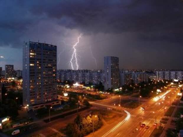 В Москве молния убила 25-летнюю девушку