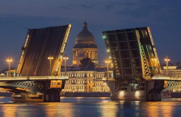 В Петербурге заканчивается навигация