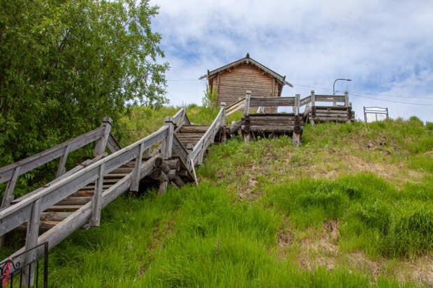 Деревянную лестницу вСалехарде отреставрируют за4,3 млн рублей