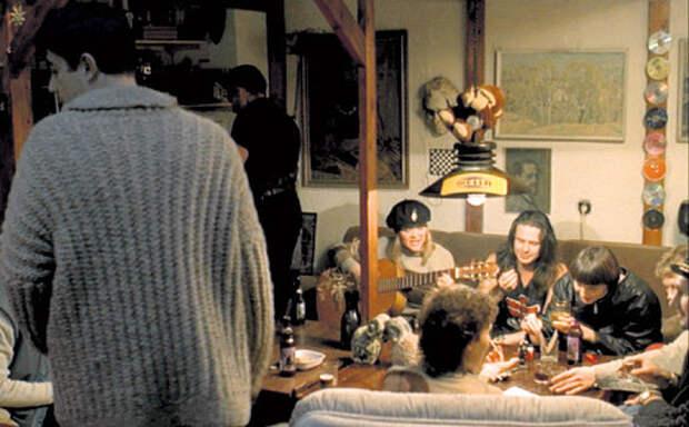 Рок-музыканты Вячеслав БУТУСОВ, Сергей ЧИГРАКОВ (Чиж) и Анастасия ПОЛЕВА сыграли в одном из эпизодов самих себя