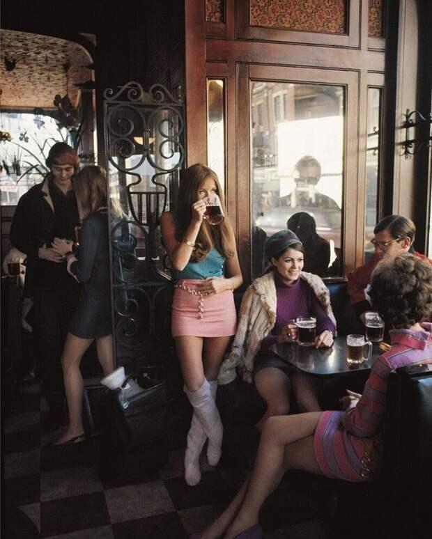 Лондонский паб в 1960-х годах знаменитости, исторические фотографии, история, редкие фотографии, фото