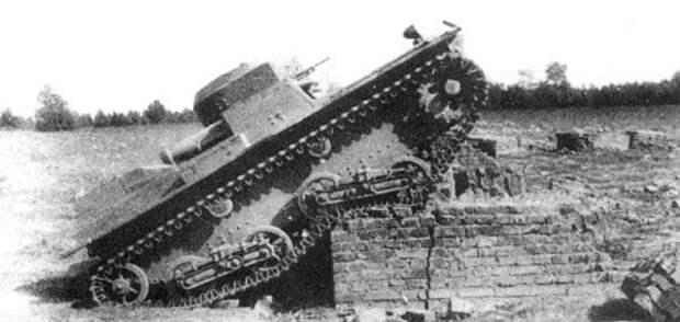 На фото - Т-38М-2 преодолевает стену на полигоне Исто́рия, военное, плавающие танки, советские танки, танки, танки РККА