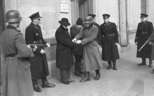 Убивали соседей и одноклассников: разоблачена роль польских полицаев в Холокосте!