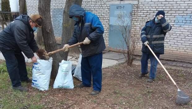 Территорию Климовска продолжают очищать от мусора