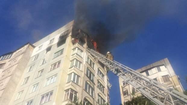 Пожар в керченской многоэтажке уничтожил две квартиры